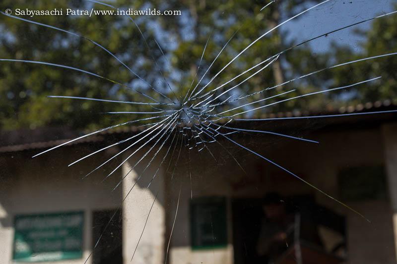 Cracked windshield of Tavera